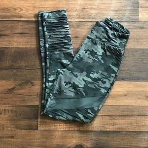 Camo leggings with mesh panel